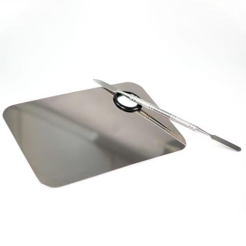 Palette in metallo specchiato con spatola